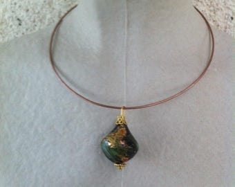 Choker with Pendant in shades of green gold, very chic black