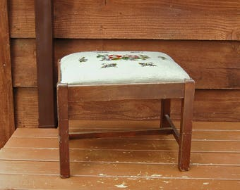Needlepoint Stool, Vintage Wooden Stool, Needlepoint Bench, Needlework  Seat, Wood Stool