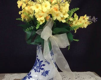 Ceramic Boot Vase Ceramic Boot Planter Yellow Flower Arrangement Blue and White Boot Vase Spring Flower Arrangement Valentine Gift