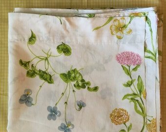 King sized flat bed sheet floral vintage