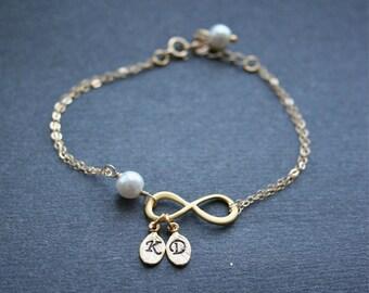 Bracelet infini or infini personnalisé Bracelet deux initiales Friendship Bracelet infini symbole bijoux monogramme Infinity Gold Filled