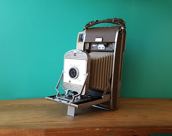 The 800 Polaroid Land Camera