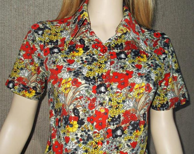 Vintage 70s Contempo Disco Hippie Red Blue Yellow Polyester Psychedelic Floral Womens Short Sleeve Blouse Shirt Top 38