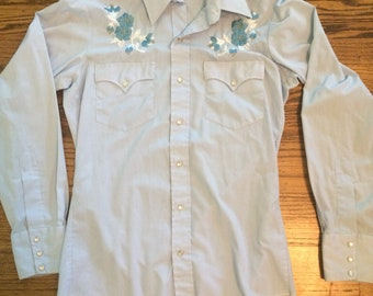 Vintage 1970's/80's women's baby blue embroidered spanish button up shirt. Size S/M