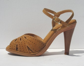 1970s mint condition tan suede and wood platform sandals - size 6.5 - 1970s platform shoes - 1970s sandal