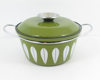Cathrineholm Norway Enamel Ware  Lotus Pattern 2 Quart 64 ounce Covered Stockpot Dutch Oven, Avocado Green Cathrine Holm Pot with Lid