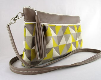 Bag shoulder bag in leather taupe and geometric pattern fabric