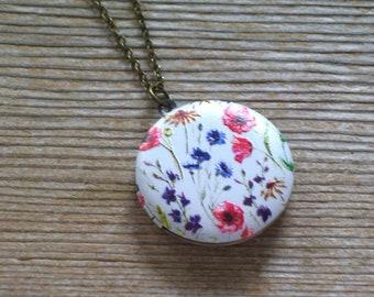 Wildflower Locket, Floral  Locket, Floral Brass Art Locket Necklace, Flower Locket, Spring Flowers Locket, Gift for Her, Graduation Gift