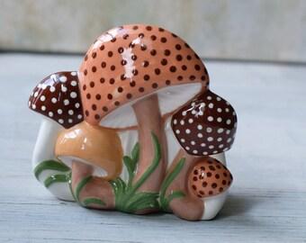 Napkin Holder Mushroom 1970s, Hand Made Ceramic Mushroom Jar, Retro Kitchen Decor, Kitschy Kitchen Decor, 1970s Kitchen Arnel
