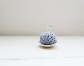 Knit pincushion, pincushion gray, clam shell pincushion, beach pincushion, handmade, hand knit, small pincushion, quilting