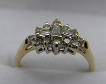 A beautiful Vintage Diamond Cluster 18ct Gold Ring