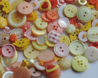 100 x Mixed Button selection Round/Plain/Patterned For Crafts & Sewing Assorted Colours