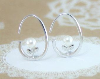 Silver pearl earrings,pearl earrings,lightweight earrings,earrings,bridesmaid gift,gift for her,gift for friend,earrings,hoop earrings,pearl