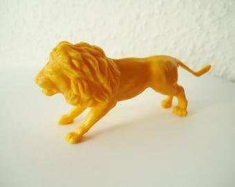 VINTAGE lion - plastic figurine