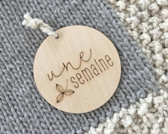FRENCH - 4-piece Set - Baby Timber Milestone Cards - Nursery Decor - Wood - Newborn Gift - Photography Props - Discs