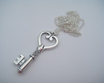 ALICE IN WONDERLAND HEART SHAPED KEY CHARM NECKLACE SILVER CHAIN