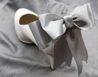 Silver bow shoe clips