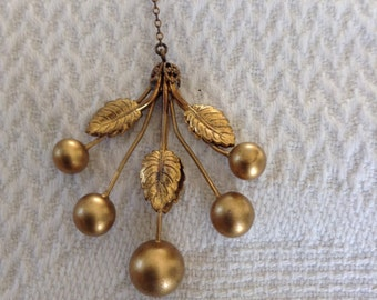 1920s Vintage gold toned gold toned necklace.