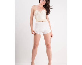 Vintage tap pants / 1940s Bright white lace embroidered high waist panties / XS S M
