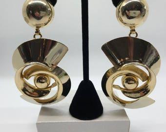 Vintage Gold Tone Clip On Earrings, 1970s Earrings, Dangle Earrings, Hippie Earrings, Boho Earrings, Vintage Earrings, Circular Earrings
