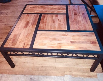 Coffee table with steel and beech inside