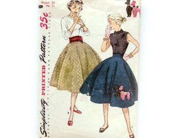 1950s Circle Skirt / Poodle Skirt Sewing Pattern with Appliqué / Poodle Embroidery Transfer / Felt Skirt / Simplicity 3953 / 24 Waist