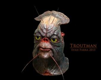 TROUTMAN - Professional Latex Display Mask
