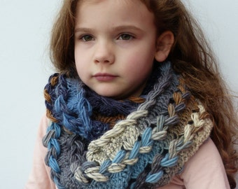 Hairpin lace chunky wool cowl