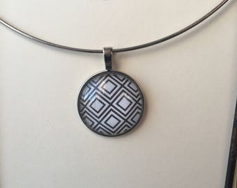 round cabochon blue and white necklace
