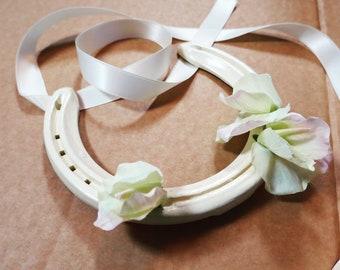 Genuine used cream horseshoe with silk sweetpeas