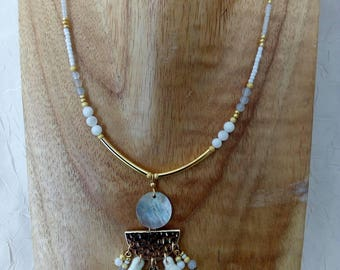 White and gold Pearl Necklace and agates to water, shells and tassels