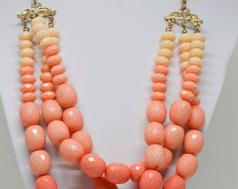 Lovely gold tone and pink color necklace