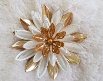 Vintage Sarah Coventry Water Lily Flower Brooch - Gold & White Enamel (lot B)