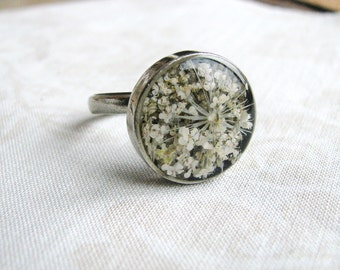 Pressed Flower Ring Queen Anne's Lace Resin Jewelry Nature Inspired Botanical Garden Lover Naturalist Mother's Day Bridal White Flower Ring