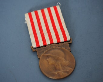 French WW1  Commemorative GRANDE GUERRE Medal Boxed