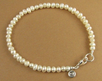Dainty pearl and silver bracelet. Heart charm. Real pearls. Sterling silver 925.