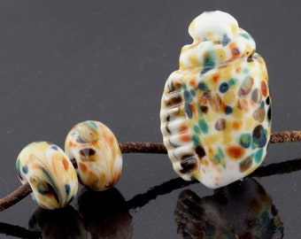 Bantam Seashell and Matching Pair Handmade Glass Lampwork Beads (8 Count) by Pink Beach Studios (1788)
