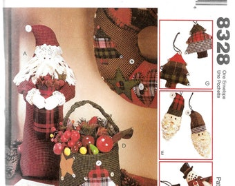 CHRISTMAS ORNAMENTS CENTERPIECES Wreath Stocking & More McCall's Crafts Pattern 8328