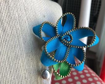 Light Blue Zipper Flower Bagde Reel