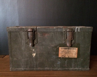 Vintage Trunk General Electric Box Case Transmitter Tuning Unit TU-7-B Schenectady New York Green Military ww2 wwii usa Storag