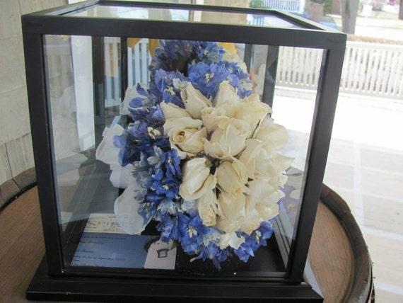 Preservación de flores para Ramos de novia en vitrina de