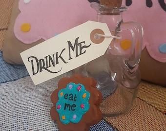 Alice In Wonderland Drink me bottle and Eat me biscuit