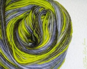 Weißgraue Ogre - Art-Yarn-195 yds - dick und dünn - Handspun - stricken - häkeln - weben - Mixed-Media - Faser Kunst - Textilkunst - etc.
