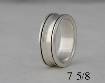 Sterling silver band, size 7 5/8, #34.