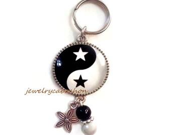 Yin yang star keychain black and white cabochon