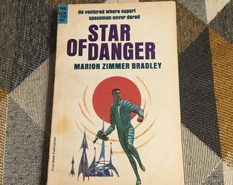 Vintage 1965 Star of Danger Marion Zimmer Bradley Paperback Book
