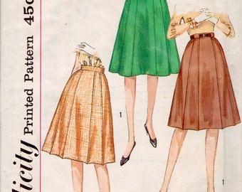Simplicity 4543 sewing pattern // Gored Skirt