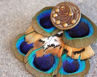 Sunset Color Feather Hairclip with Vintage Button