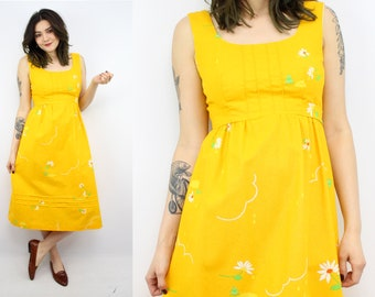 Vintage 70's MALIA Yellow Daisies and Frogs Novelty Print Sun Dress / 1970's Dress / Women's Size small