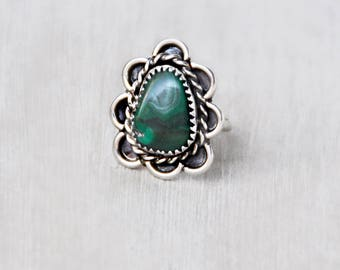 Vintage Sterling Silver Malachite Ring - green stone with scalloped setting and twisted wire border - Southwestern statement ring - Size 6